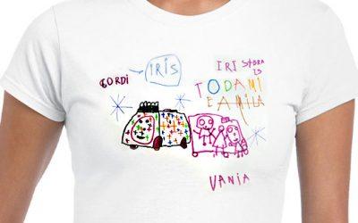 Dibujo en papel a una camiseta
